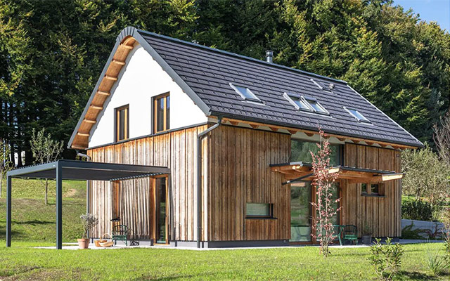 CLT masivna lesena hiša pod Storžičem